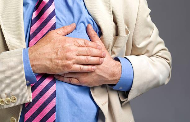 Homme victime d'un infarctus du myocarde